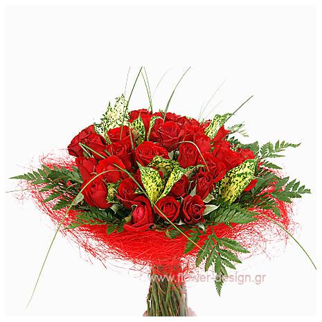 Μπουκέτο με 30 Κόκκινα Τριαντάφυλλα & Τροπικά Φυλλώματα - VAL 11019