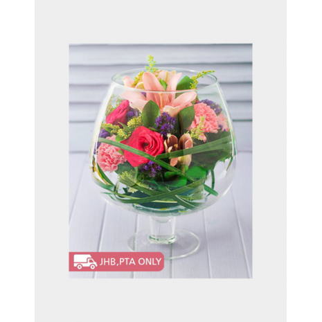 Flower arrangement in Glass