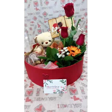 Κουτί με σοκολατάκια, αρκουδάκι και λουλούδια